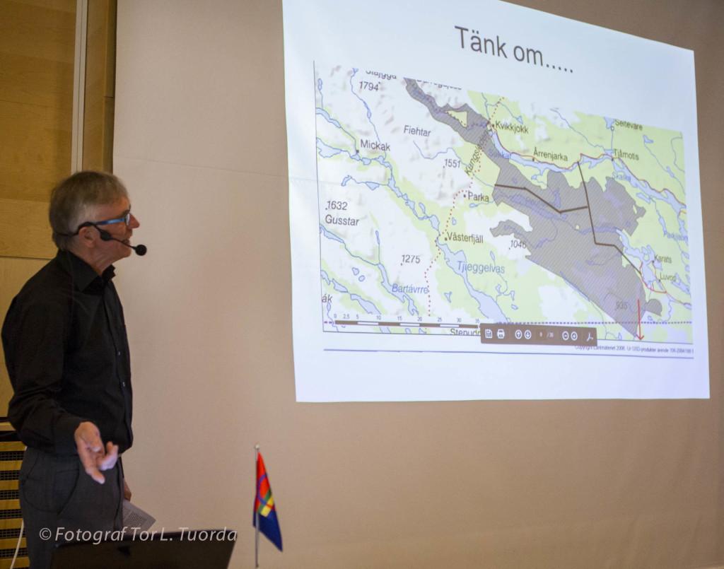 Lars Ture visar hur Domänverket planerade att dra miltals med vägar in i det urskogsområde som SNF i Jokkmokk verkade för att skydda som Pärlälvens naturreservat. Lars Ture var den som såg vägmarkeringarna i terrängen och slog larm.