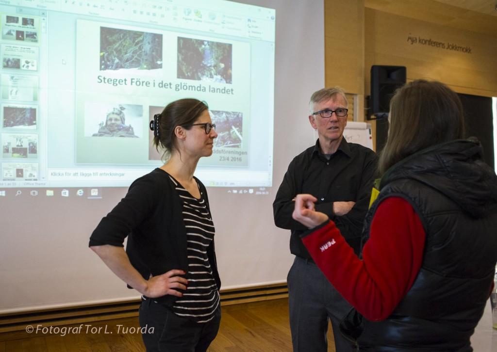 Johanna Sandahl, Lars Ture Lindholm och Isabella Katsimenis i samtal just innan Mats Karströms föredrag.