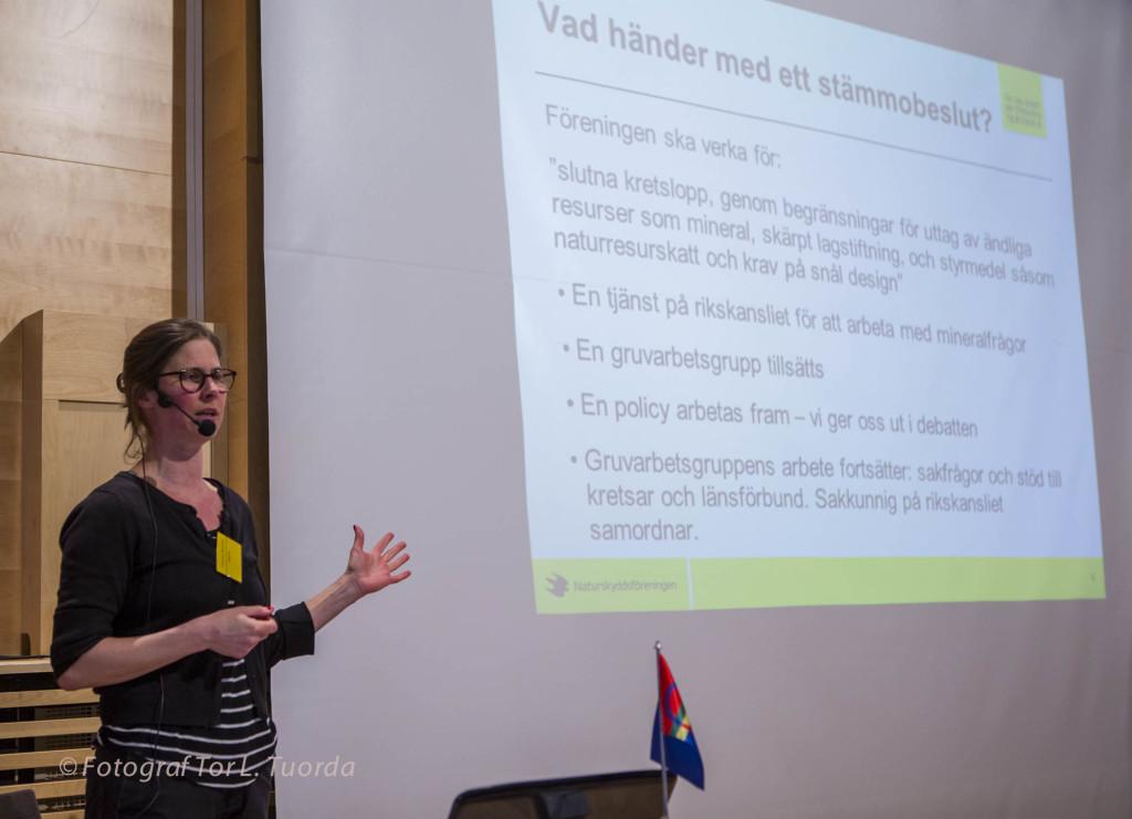 Johanna Sandahl föreläser om Naturskyddsföreningens policy i gruvfrågan.